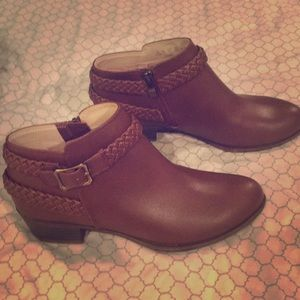 BRAND NEW LifeStride with memory foam booties
